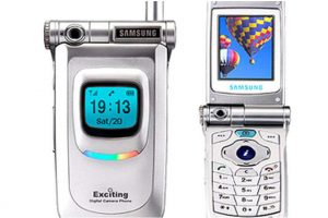 first mobile phone with a the built-in camera facts articles